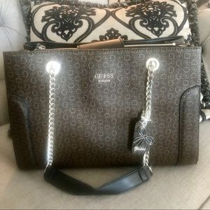New Guess Brown & Natural in color Hand Bag